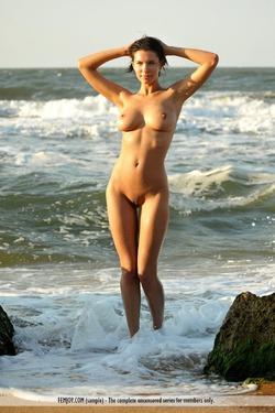 Susi R Big Titted Beauty Seaside - pics 09