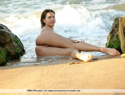 Susi R Big Titted Beauty Seaside - pics 11