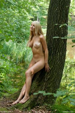 Sensual Blonde Corinna Lakeside - pics 00
