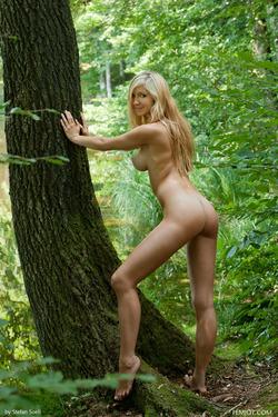 Sensual Blonde Corinna Lakeside - pics 02