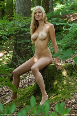 Sensual Blonde Corinna Lakeside - pics 09