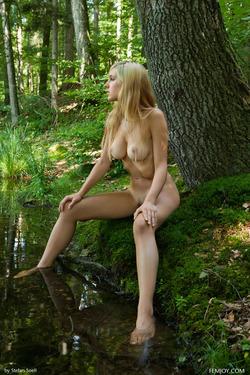 Sensual Blonde Corinna Lakeside - pics 10