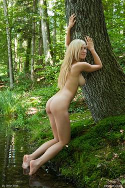 Sensual Blonde Corinna Lakeside - pics 12