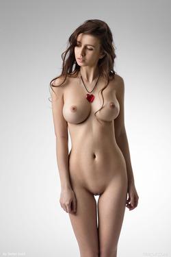Alisa L - Your Queen of Hearts - pics 17