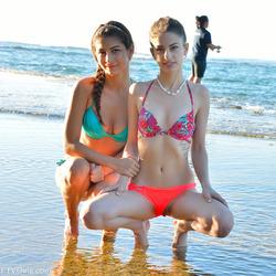 Kristen And Nina Kinky Ocean View - pics 01