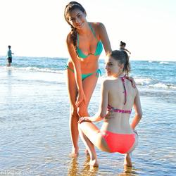 Kristen And Nina Kinky Ocean View - pics 02