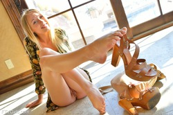 Yummy Blonde Riley Public Nudity - pics 08