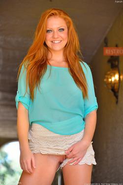 Redhead Farrah Fingering In Public - pics 03