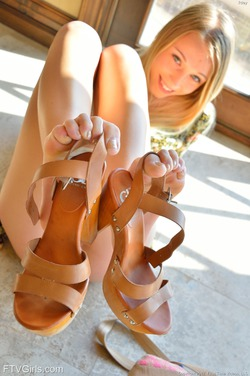 Blonde Riley More than Revealing - pics 15
