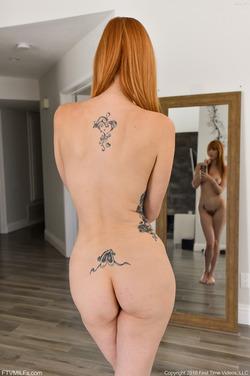 Hot Milf Lauren on the Countertop - pics 09