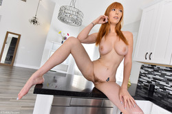 Hot Milf Lauren on the Countertop - pics 11