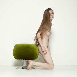 Emily Bloom Ecstatic Energy Pouffe - pics 11