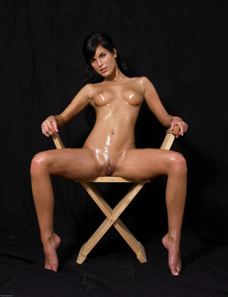 Oiled Babe Mirta Extreme Exposure - pics 00
