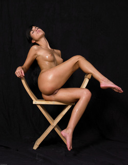 Oiled Babe Mirta Extreme Exposure - pics 01