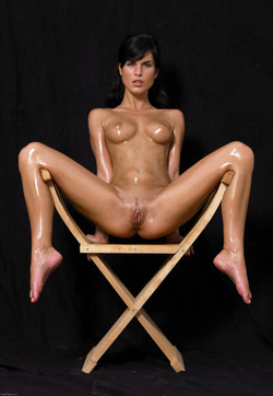 Oiled Babe Mirta Extreme Exposure - pics 05