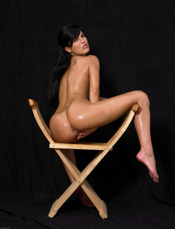 Oiled Babe Mirta Extreme Exposure - pics 11
