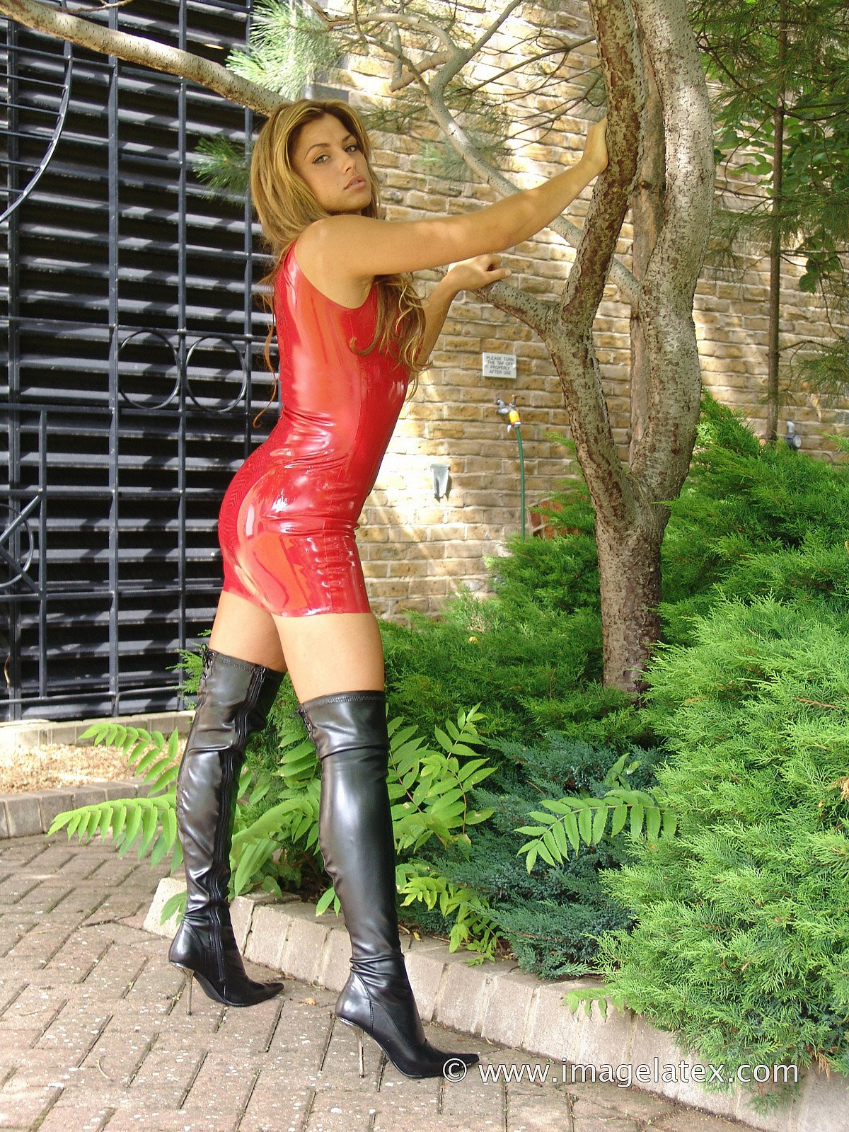 Dirty Milf Louise in Shiny Latex - picture 13