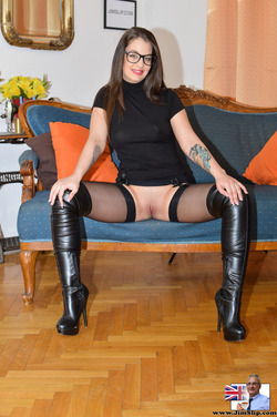 Nerdy Babe Fucking in Long Boots - pics 02