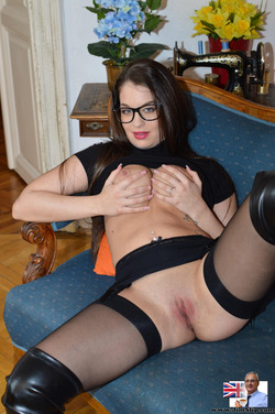 Nerdy Babe Fucking in Long Boots - pics 03
