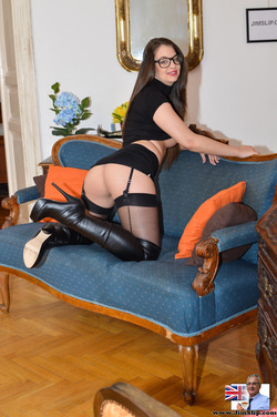 Nerdy Babe Fucking in Long Boots - pics 04