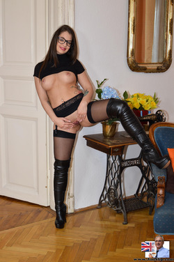 Nerdy Babe Fucking in Long Boots - pics 08