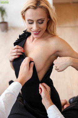 Sexy Milf Brittany Bardot Fucking - pics 09