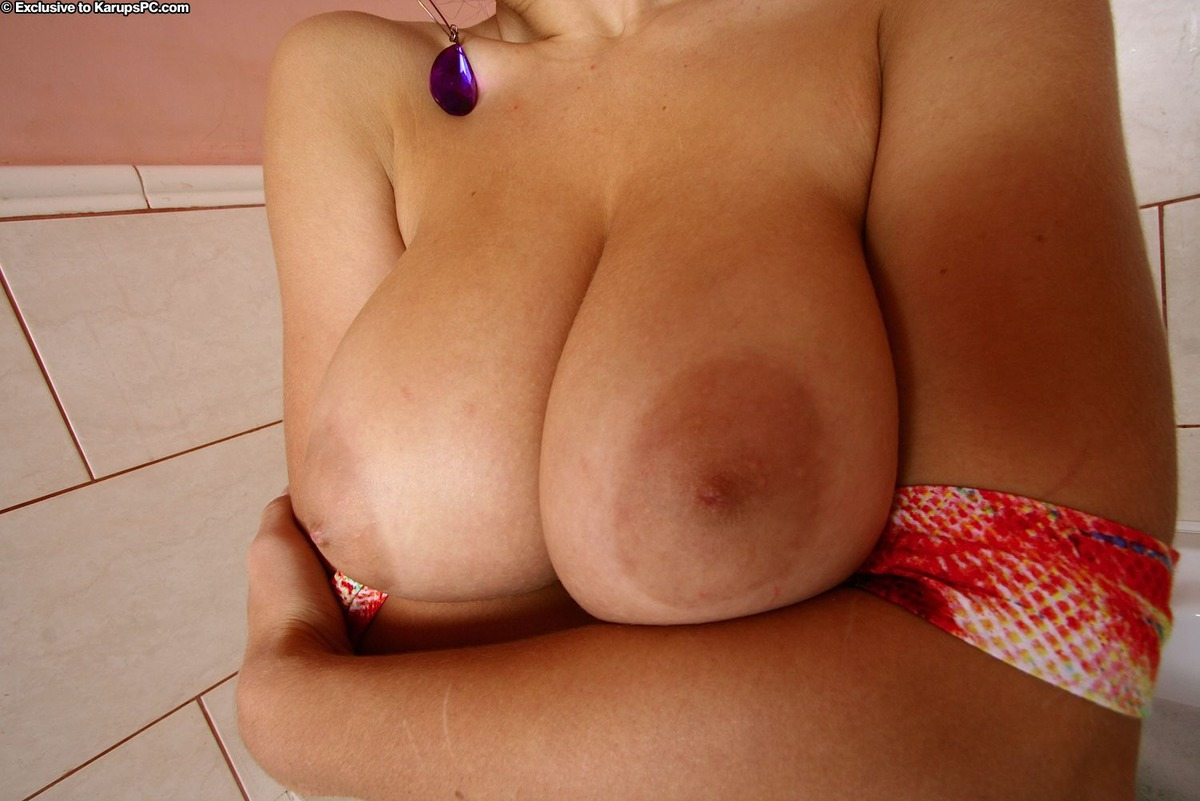 Busty Babe Lanna B Wet and Soapy - picture 05