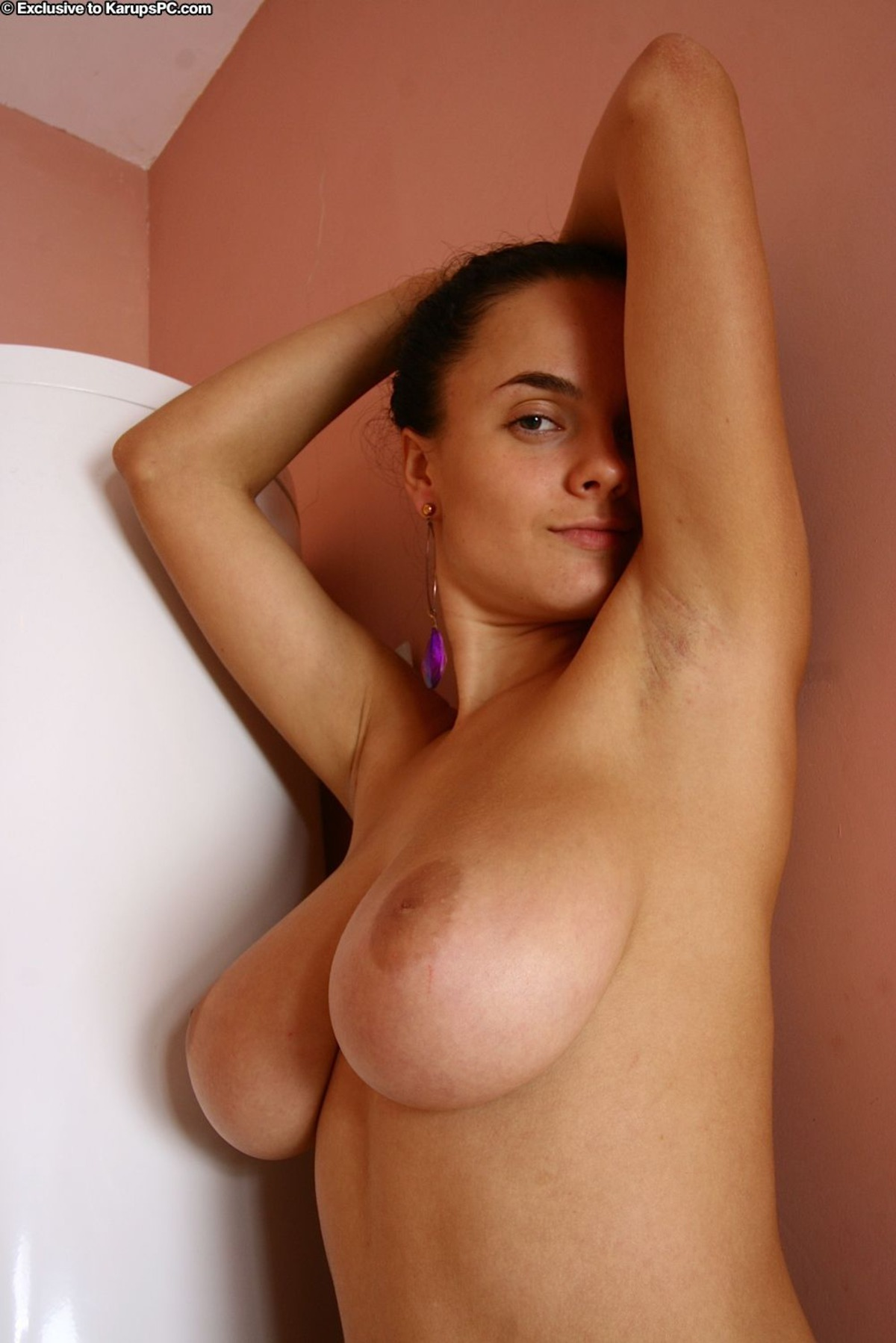 Busty Babe Lanna B Wet and Soapy - picture 09