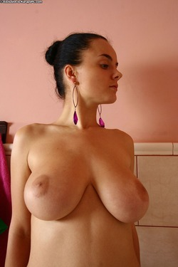 Busty Babe Lanna B Wet and Soapy - pics 08
