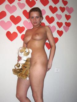 Sexy Amateur Babe Sucking a Banana - pics 11