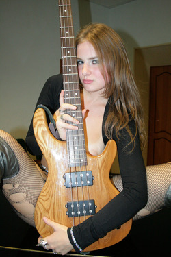 Amateur Punk Rocker In Sexy Boots - pics 13