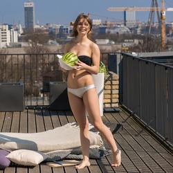 Big Boobed Beauty Yelena Alindis - pics 00