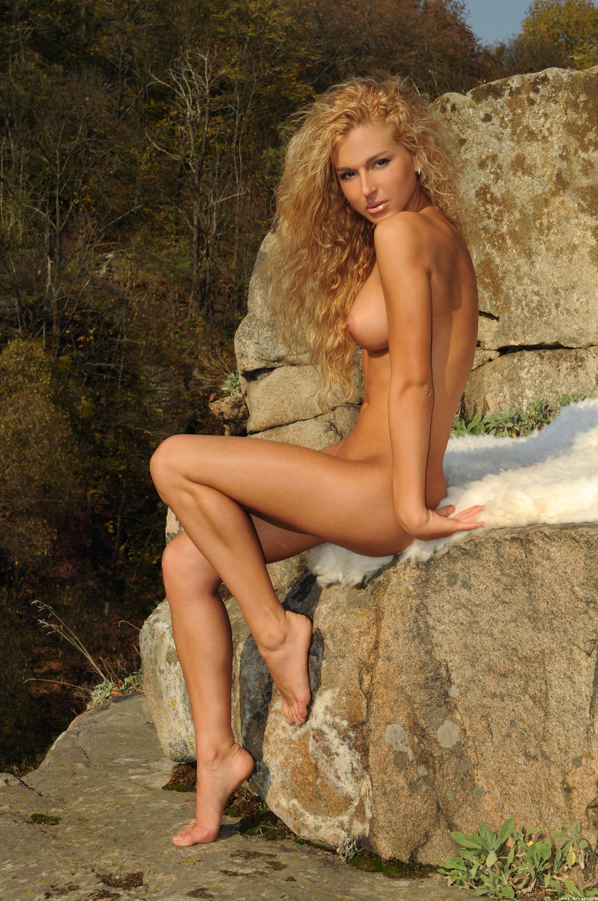 Ukrainian Blonde Beauty Katya Ad - picture 01