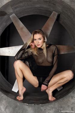 Karissa Diamond Stripping by Blades - pics 01