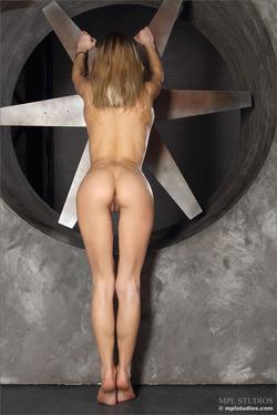 Karissa Diamond Stripping by Blades - pics 06