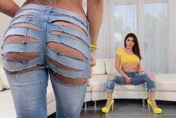 Peta Jensen Valentina Nappi ripped jeans - pics 05