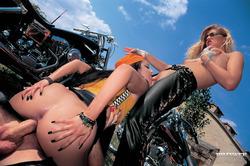 Claudia Ferrari, Sandra Mark Bikers - pics 02