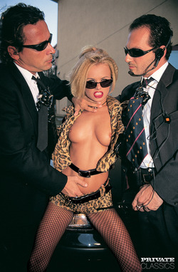 Blonde Bombshell Dora Venter DP - pics 01