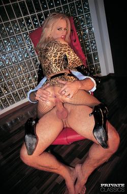 Blonde Bombshell Dora Venter DP - pics 05