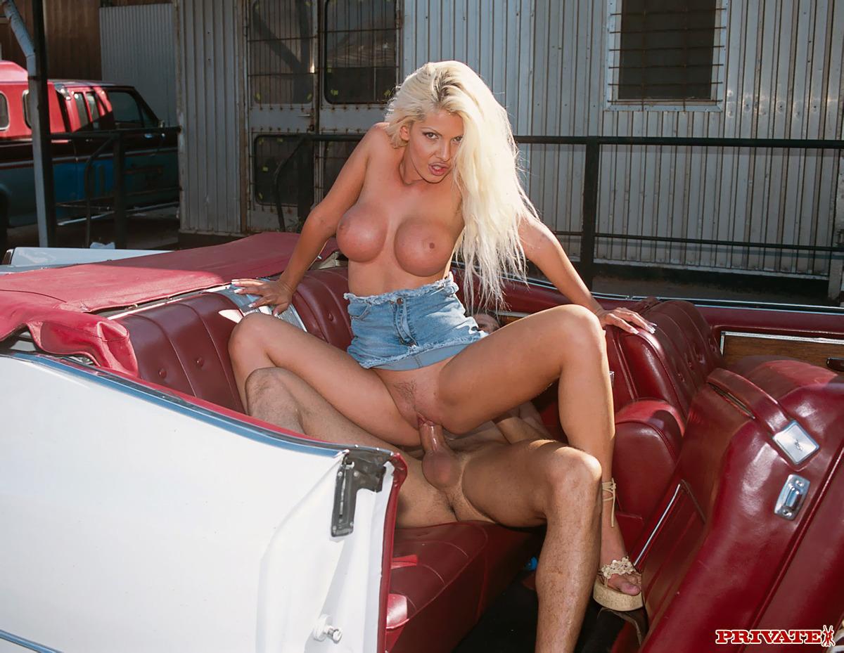 Stefania Bruni Hot Car Wash Porn - picture 07