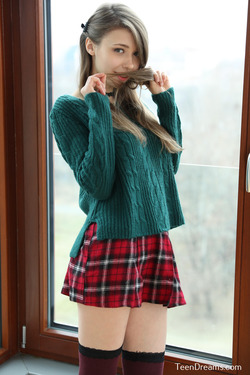 Mila Azul - Mini Skirt and Sweater - pics 01