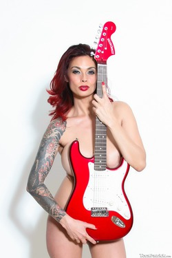 Tera Patrick Fender Stratocaster - pics 01