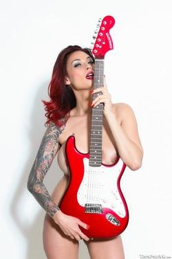 Tera Patrick Fender Stratocaster - pics 12