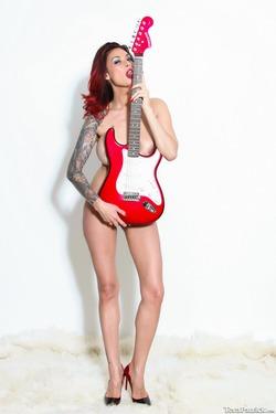 Tera Patrick Fender Stratocaster - pics 13