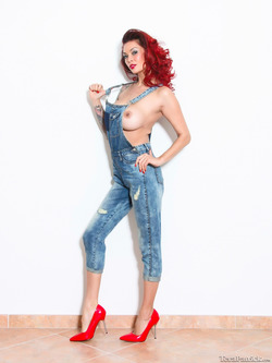 Tera Patrick Jeans and Red Heels - pics 02