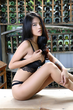 Beautiful Thai Babe Arya Stripping - pics 00