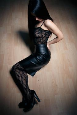 Eva Kahil Mysterious Girl in Black - pics 00
