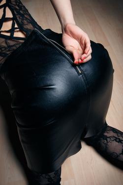 Eva Kahil Mysterious Girl in Black - pics 03