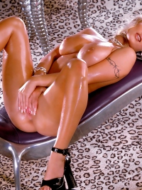 Oiled Pornstar Want to Fuck You