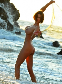 Susi R Big Titted Beauty Seaside